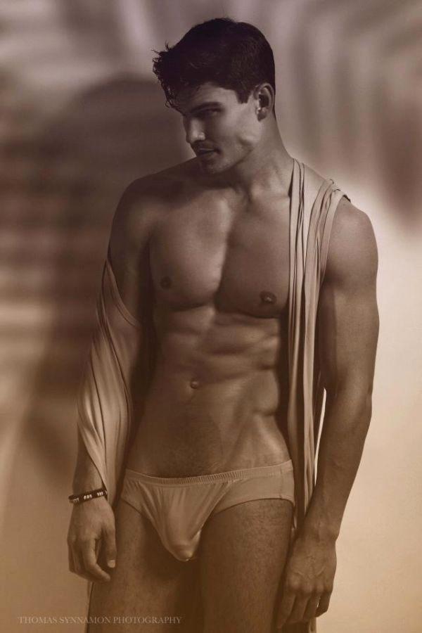 Мужчина модель голый они